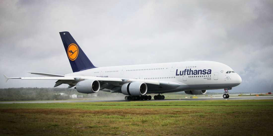 För första gången har Sverige fått besök av världens största passagerarplan Airbus 380, när tyska Lufthansa inkluderade Arlanda i sina testflygningar av ett plan.