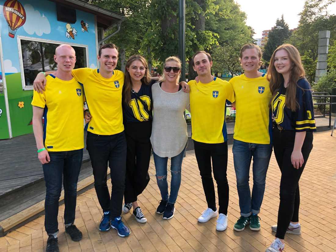Helén Axelsson möter Abba-dansarna i Malmö.