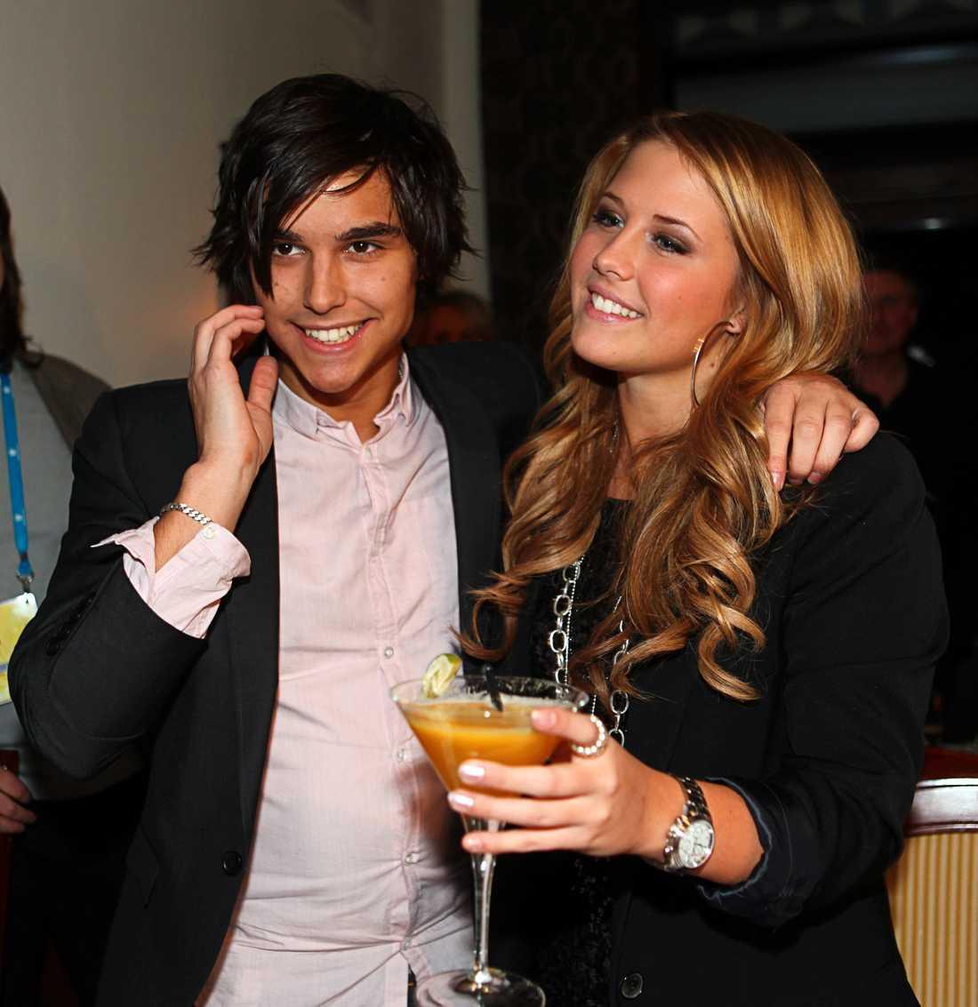 En då okänd Eric Saade firade sin dåvarande flickvän Molly Sandéns finalplats i Melodifestivalens deltävling i Leksand 2009.