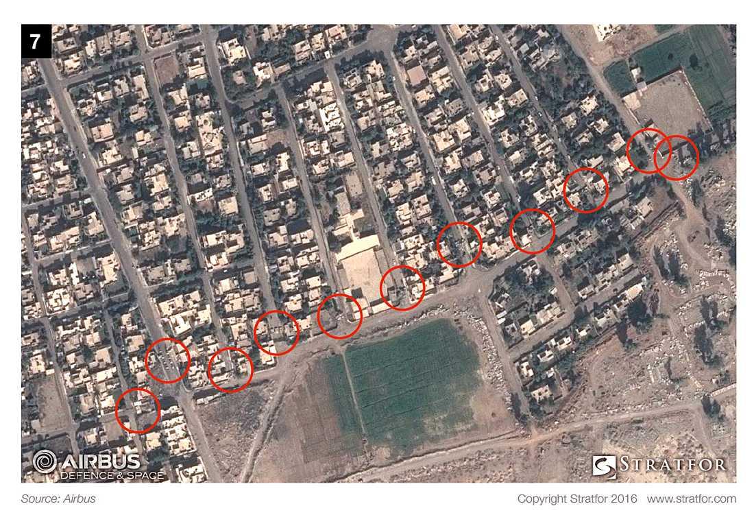Bilderna visar hur IS förbereder sig för striden i Mosul.