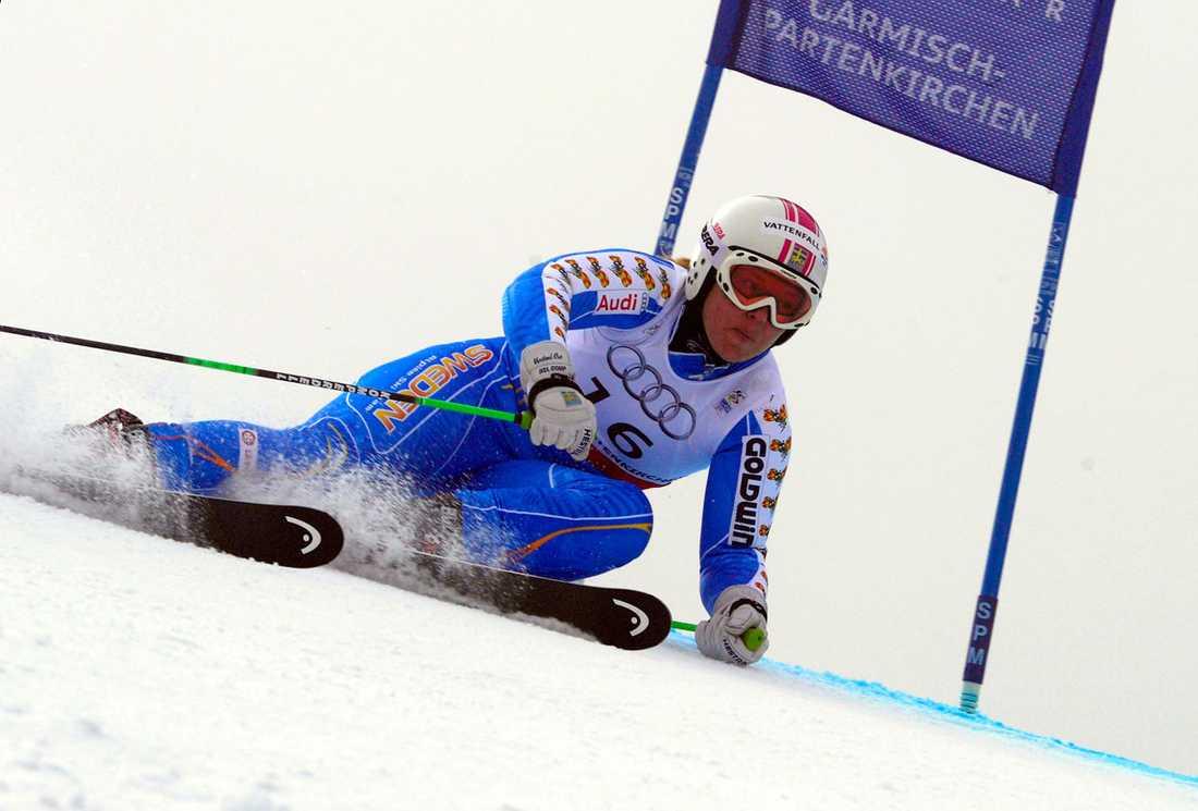 2010/2011 Vid VM i Garmisch Partenkirschen visade Anja återigen vilken mästerskapsåkare hon är. I superkombinationen knep hon bronset som innebar hennes elfte individuella VM-medalj och 18:e mästerskapsmedalj i karriären. När Sverige sedan knep ett brons i lagtävlingen blev Anja på nytt historisk som den som tagit flesta VM-medaljer någonsin. Mästerskapet gav mersmak och Anja meddelade att hon fortsätter även över nästa säsongen. Men då med allt fokus på fartgrenarna.