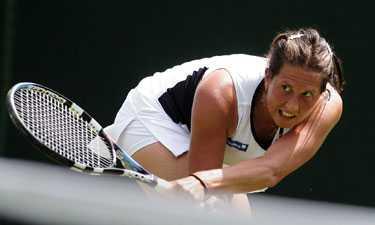 Vinnarblick Segern mot Tatiana Perebiynis gav mersmak. Sofia Arvidson vill vinna minsts en match till i turneringen. I fjol var hon på väg att sluta, men nu är hon på väg åt precis motsatt håll. Mycket har gjorts möjligt genom pengastöd av företagaren och tennisfantasten Lars Wilander som nu fått tillbaka i den valuta han önskar – Bra tennis.