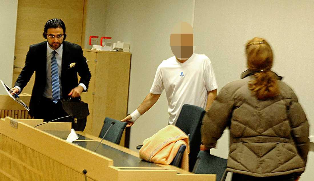 Den 40-årige mannen har erkänt brottet.