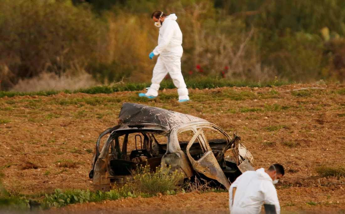 Polisens tekniker vid platsen för explosionen.