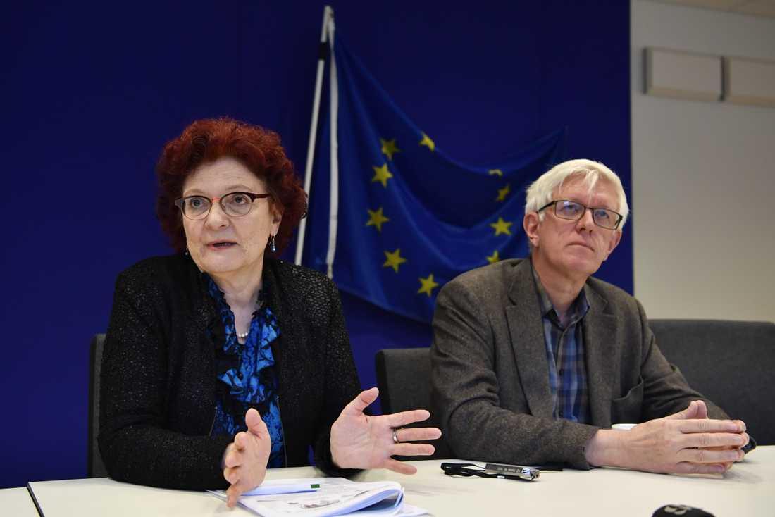 Andrea Ammon, generaldirektör för EU:s smittskyddsmyndighet, och Johan Carlsson, generaldirektör för Folkhälsomyndigheten, under onsdagens seminarium om hur coronavirusutbrottet påverkar Europa och Sverige.