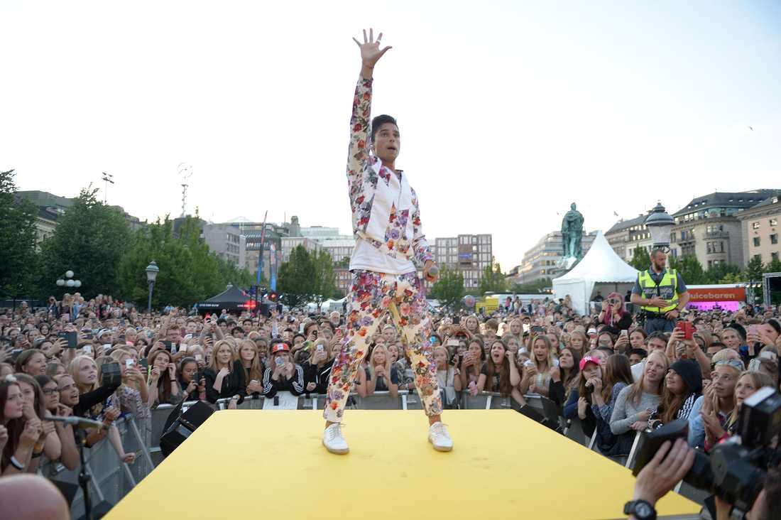Runt 15 000 besökte Kungsträdgården i Stockholm där Rockbjörnsgalan hölls förra året också.