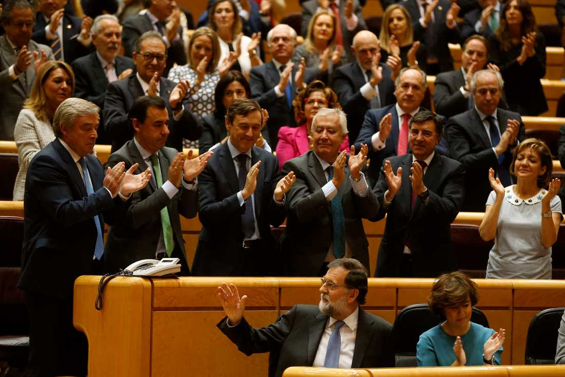 Spaniens premiärminister Mariano Rajoy (PP) fick applåder av sina partikamrater efter talet i senaten.