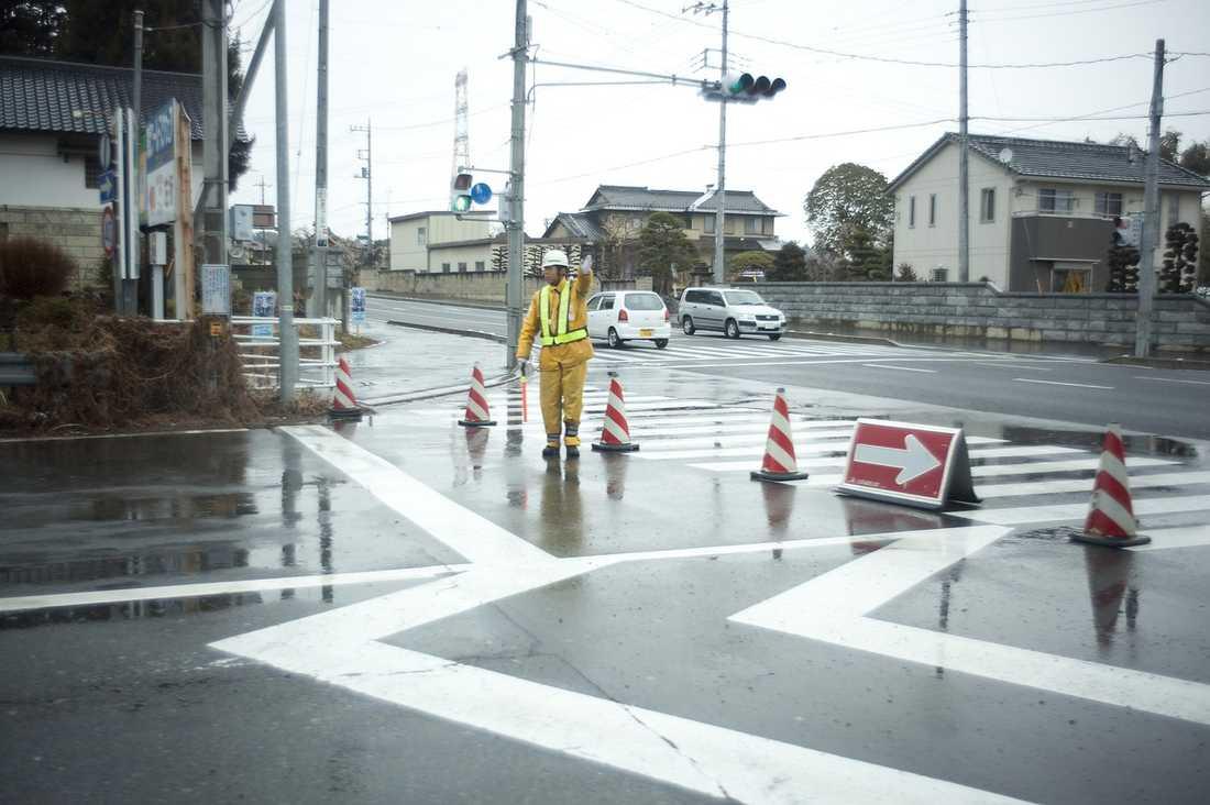 Motorvägen Tohoko Expressway, som länkar Honshus södra och norra delar, är nu stängd. Endast hjälparbetare och annan räddningspersonal får passera.