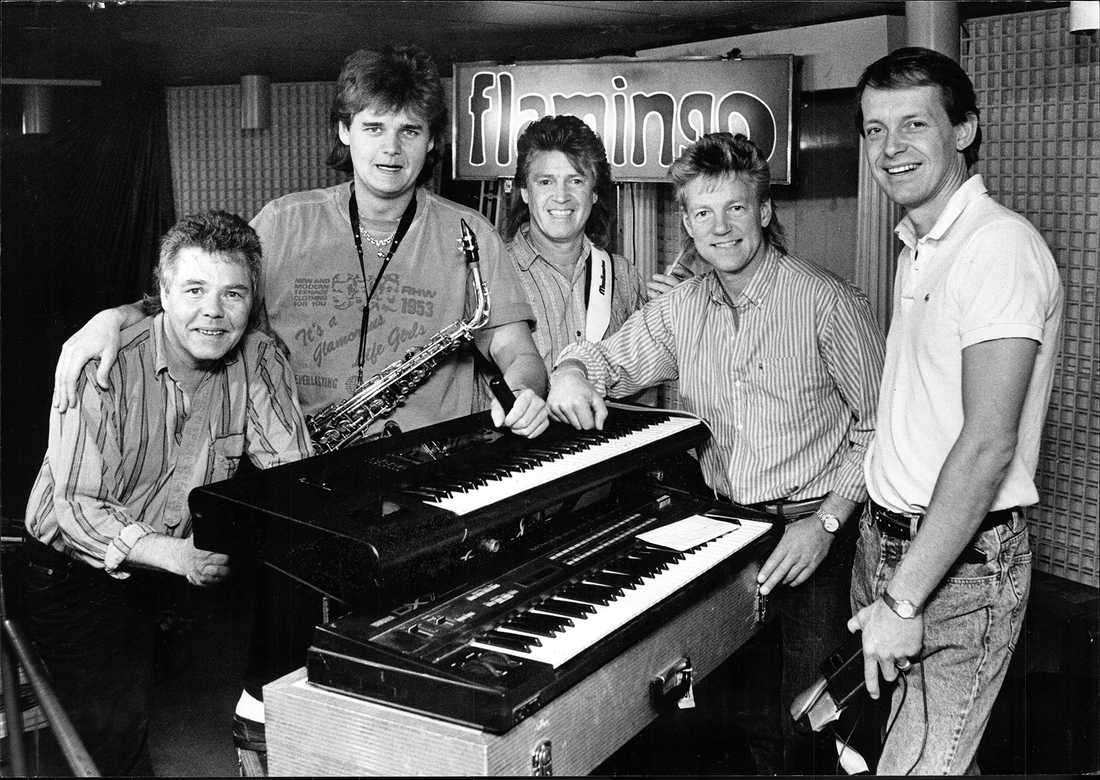 """Flamingokvintetten"" musikgrupp, dansband Sverige. Gruppbilder. Fr.v. Boris Estulf, Henrik Uhlin, Hasse Carlsson, Dennis Janebrink och Hans Otterberg."
