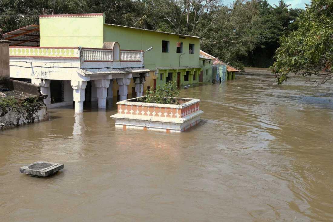 Den översvämmade floden Kaveri nära staden Shrirangapattana i indiska delstaten Karnataka. Arkivbild.