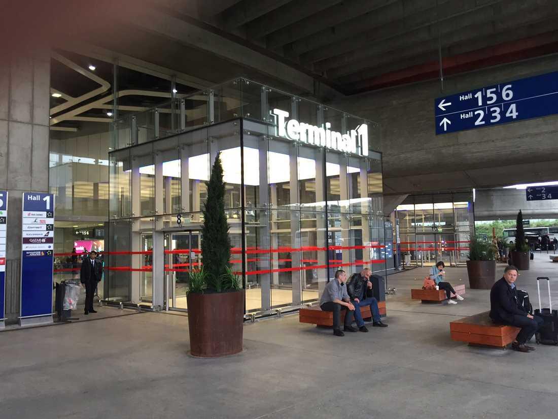 Terminal 1 på flygplatsen i Paris morgonen efter att flygplanet försvann.