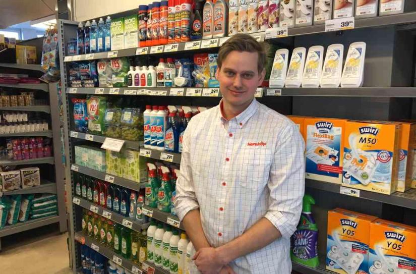 I februari 2016 uppmärksammandes Joakim för att ha flyttat vindruvorna till hyllan med kemikalier.