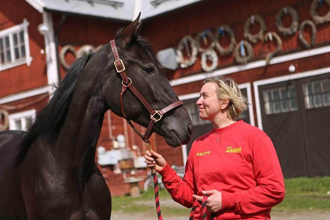 Dibaba tillsammans med Malin Boman-Friberg.