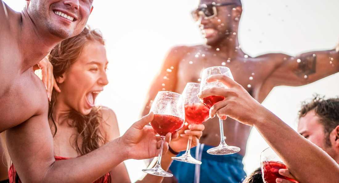 Att festa på semestern lockar inte längre unga.