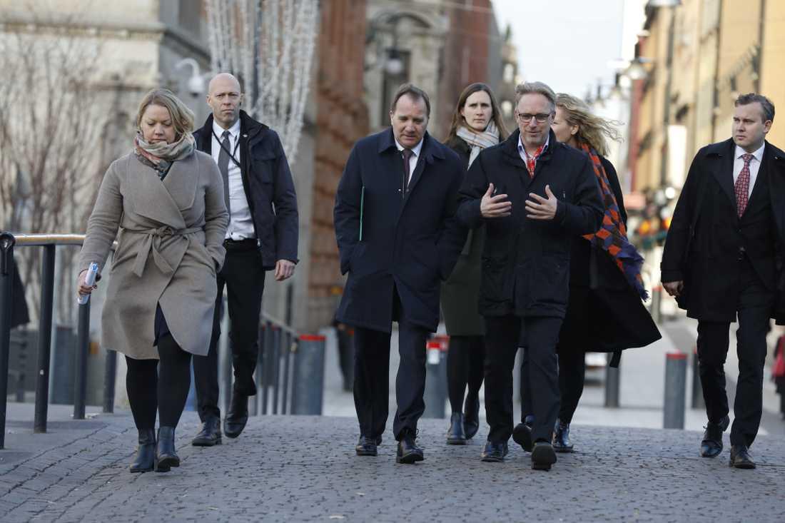 Stefan Löfven på väg för att träffa talman Andreas Norlén för ytterligare en talmansrunda.