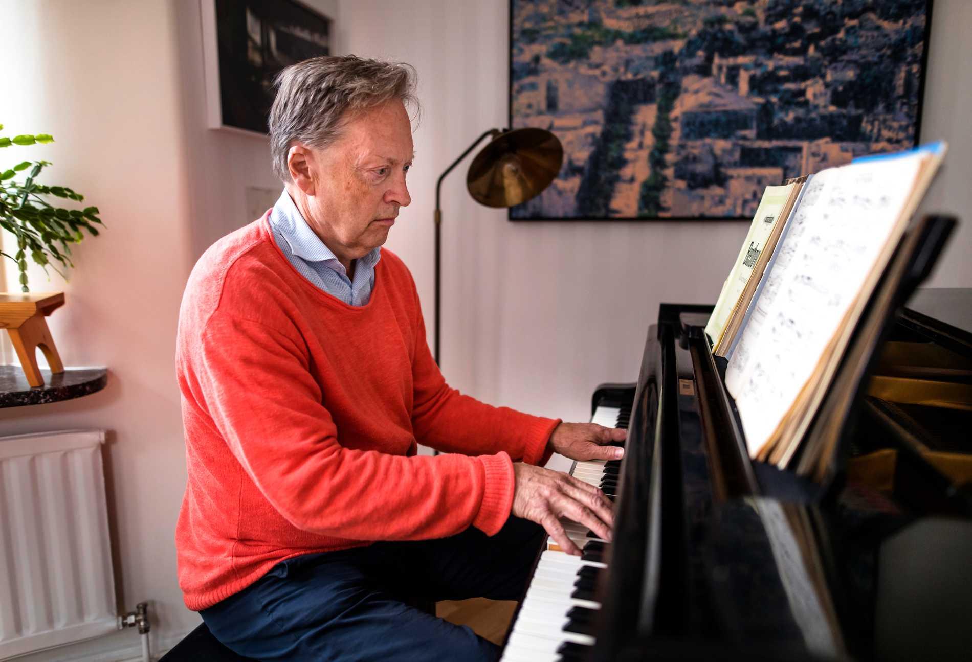 Horace Engdahl fantiserade som ung om att bli pianist.
