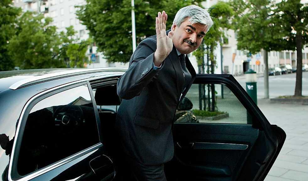 Måste lyssna Håkan Juholt borde inte gjort utspelet om att ta hem Jas 39 Gripen från insatsen i Libyen.