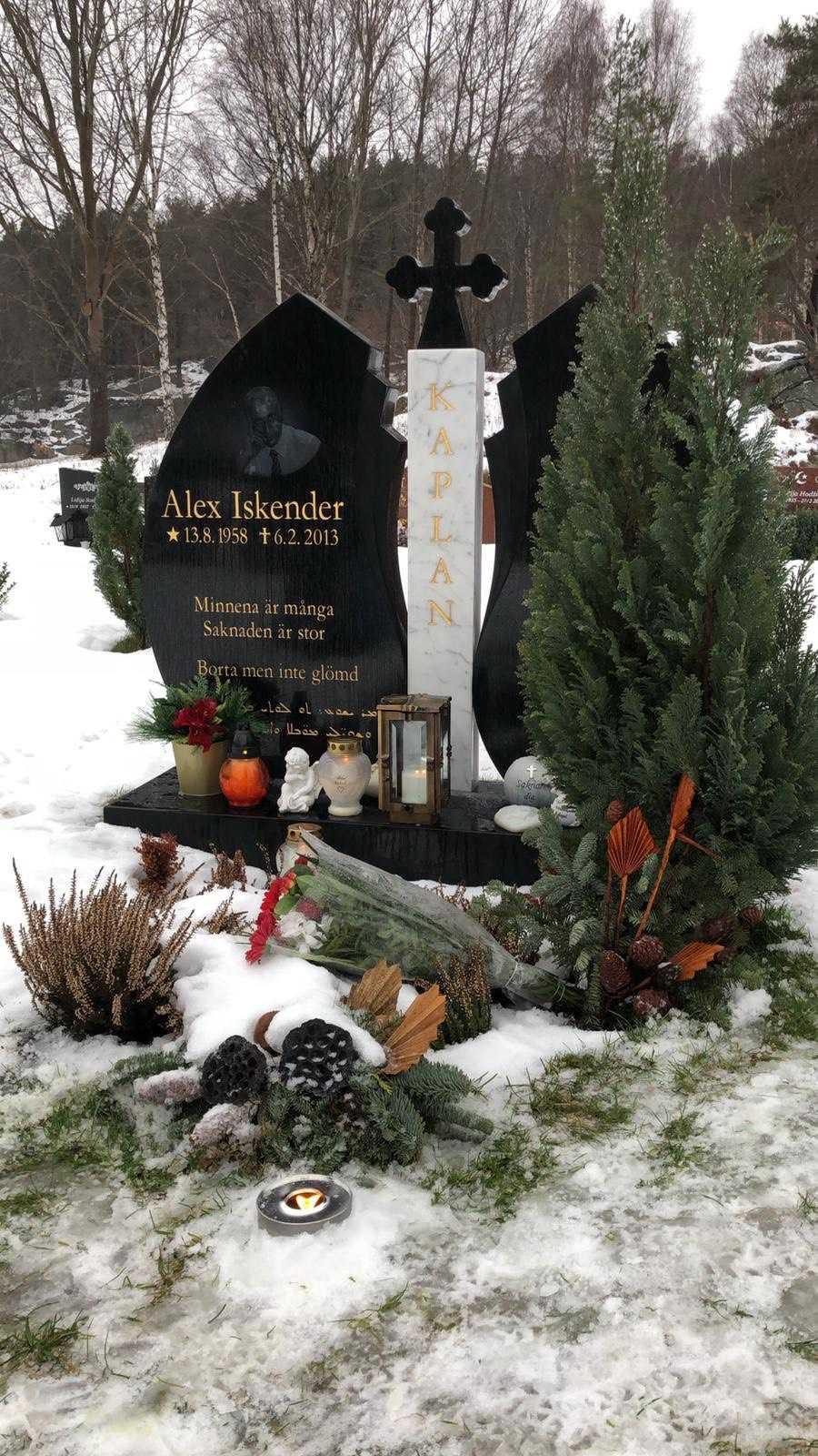 Alex Kaplans grav.  Namnet på gravstenen, Iskender, var hans andranamn.