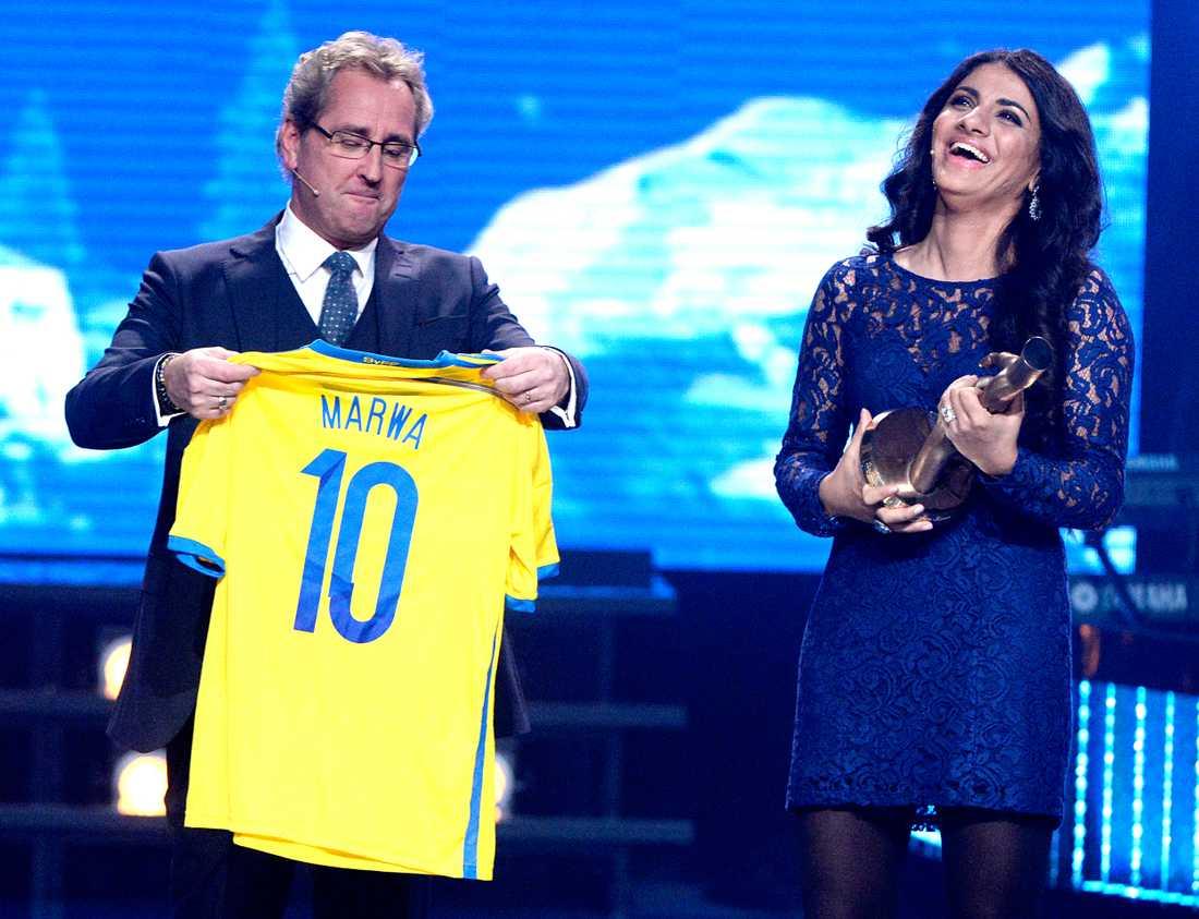 På Svenska Hjältar-galan i december fick Marwa pris – fotbollströja och biljetter till en landslagsmatch och träning.