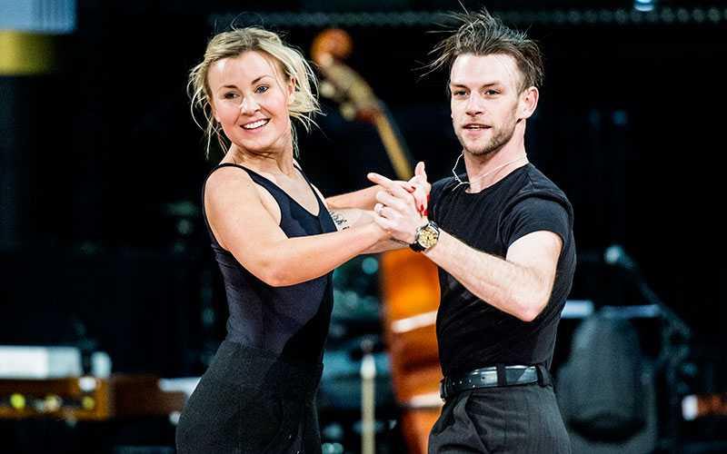 Dansbandssångerskan Elisa Lindström och hennes danspartner Yvo Eussen, är favorittippade.