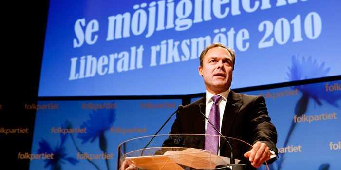Jan Björklund hann under sitt tal på FP:s riksmöte utdela kängor och tjuvnyp till både Mona Sahlin och Lars Ohly.
