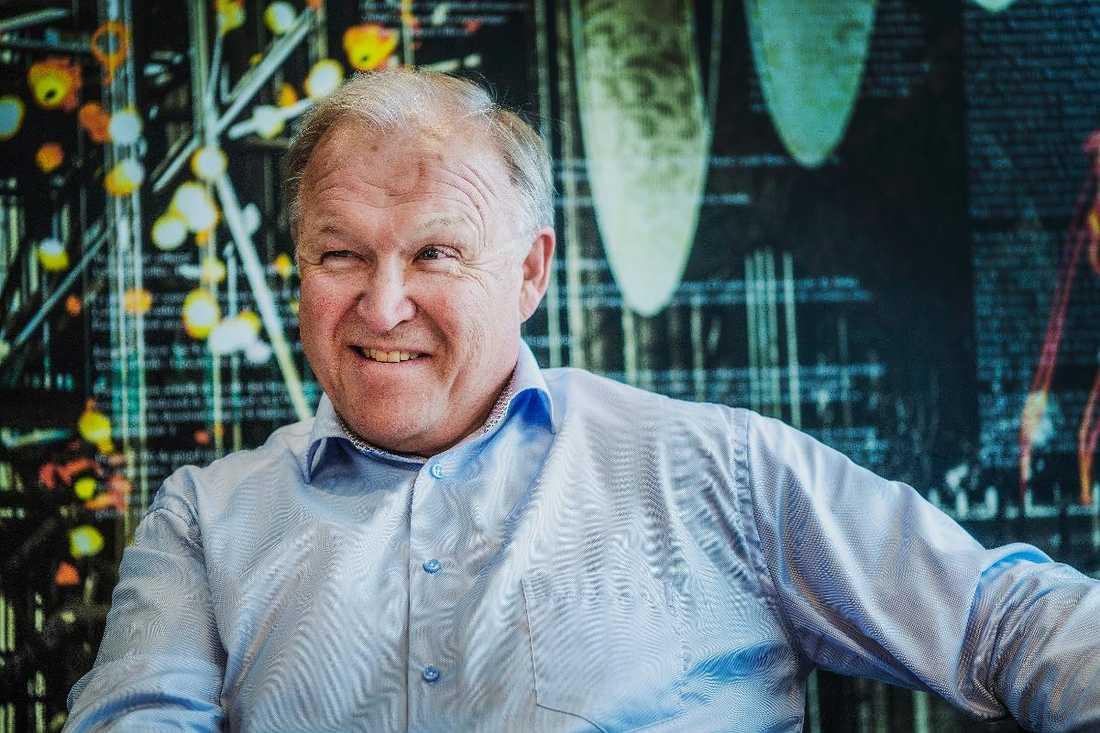 På två år har Göran Perssons företag fördubblat sitt kapital - från 12,5 till 25 miljoner. Genom att låta vinsten ligga kvar i bolaget, i stället för att ta ut en högre lön, slipper han betala den skatt och sociala avgifter som det mesta annars skulle ha gått till.