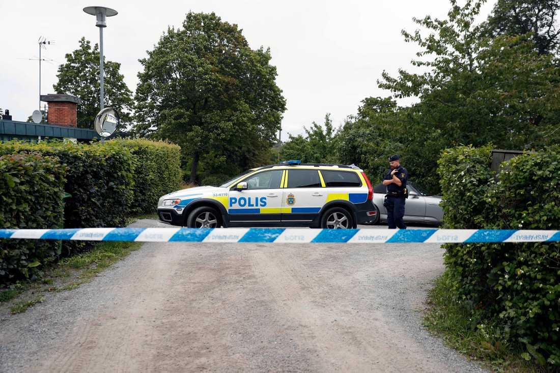 Avspärrning efter granatfynd vid Drottningholm.
