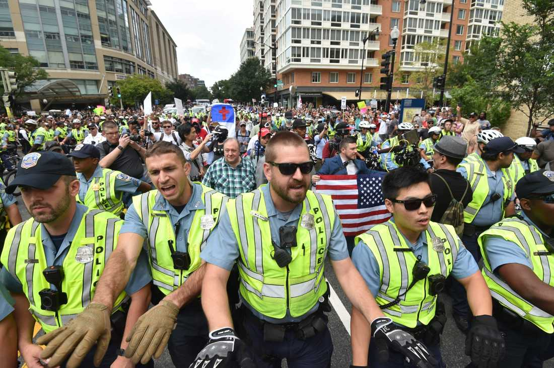 Ett 20-tal högerextrema demonstrerade i USA.