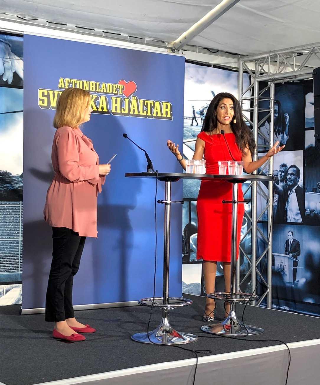 """Hjärnforskaren Mouna Esmaeilzadeh kom med positiva besked: """"Framtiden är ljusare än vad vi kan ana"""", säger hon på scenen i Almedalen."""