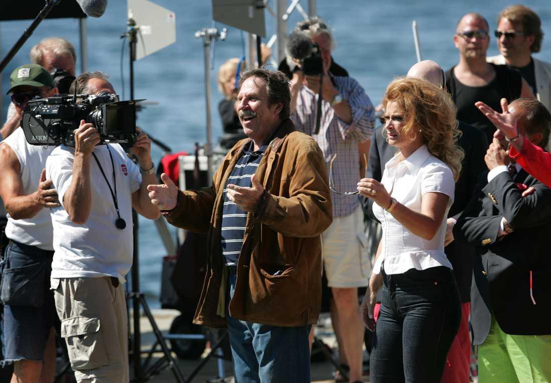 Slutscenen till Götakanal 2 spelas in pSkeppsholmen i Stockholm. Janne Loffe Carlsson och  Lena Endre.