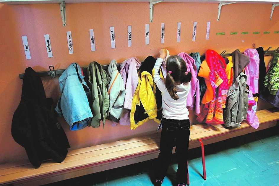 """När Alex Schulman lämnade sin dotter på förskolan trots att hon inte ville tänkte han """"varsågod, här har du ditt första minne"""". Flickan på bilden har ingenting med krönikan att göra."""
