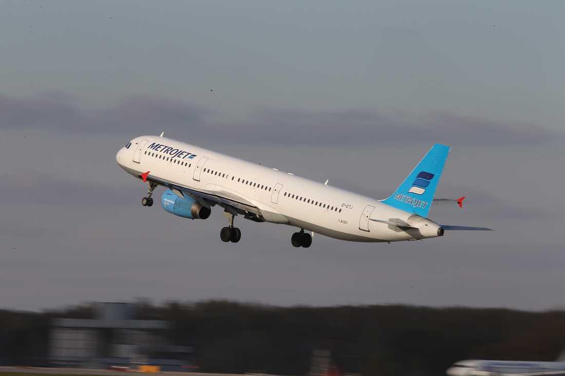 Olycksplanet, en Airbus A-321, uppges vara totalförstört.