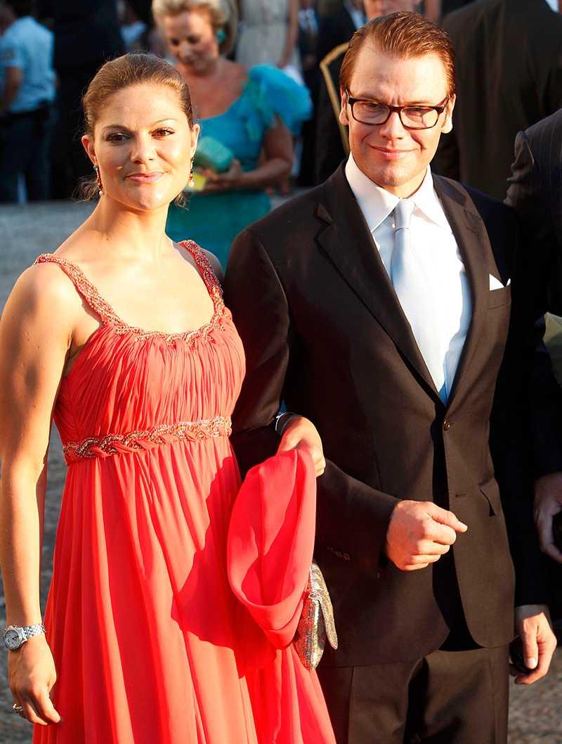 Nygifta kronprinsessan Victoria tillsammans med maken Daniel.
