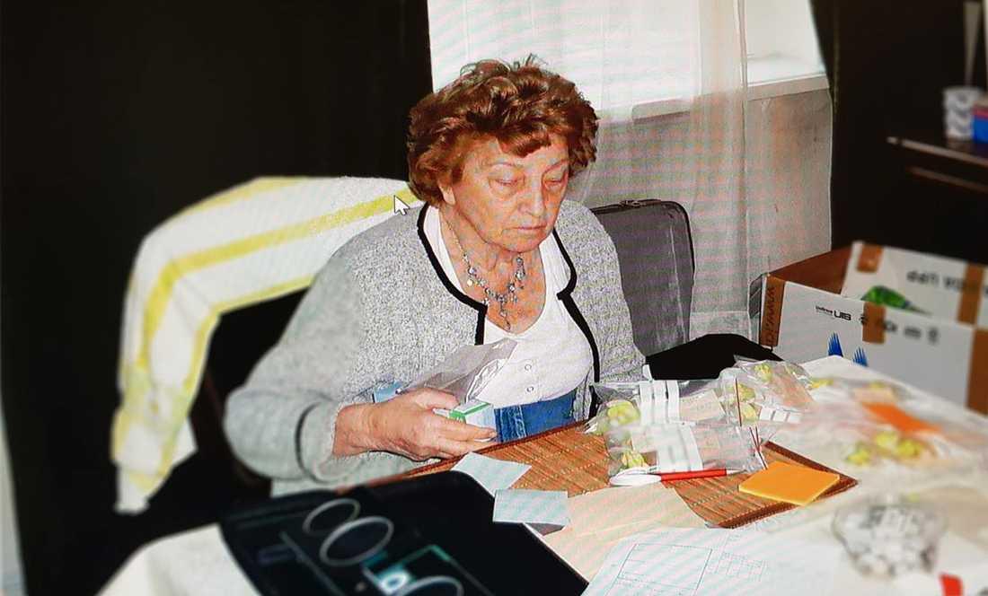 Från en resa i Georgien där Helena Lanzer-Sillén sorterar hörapparaterna som ska fördelas.