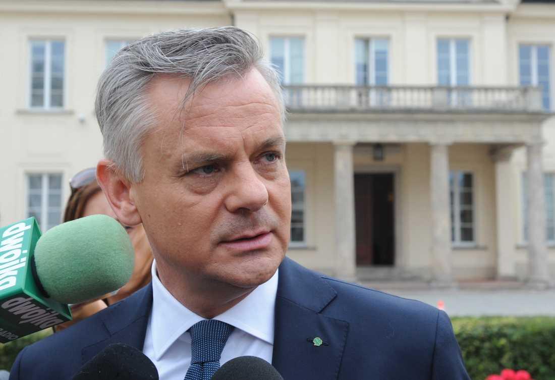 Polens kulturminister Piotr Zuchowski på presskonferensen om det försvunna guldtåget.