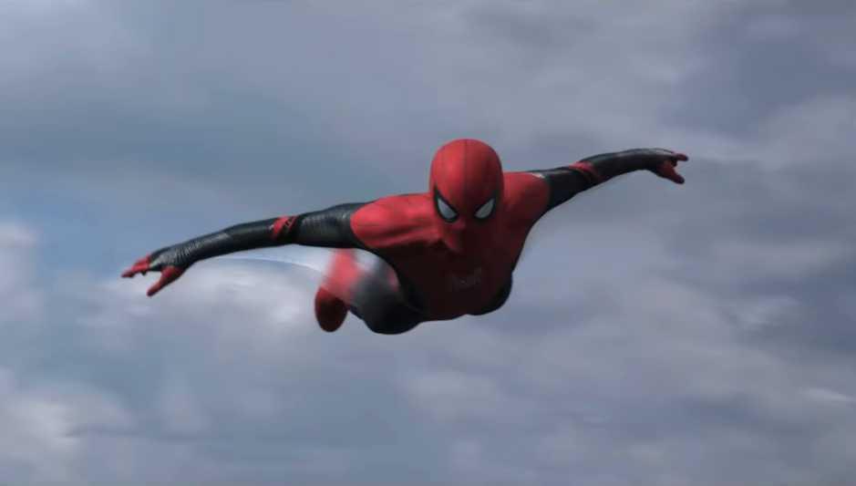 Spider-Man flyger in.