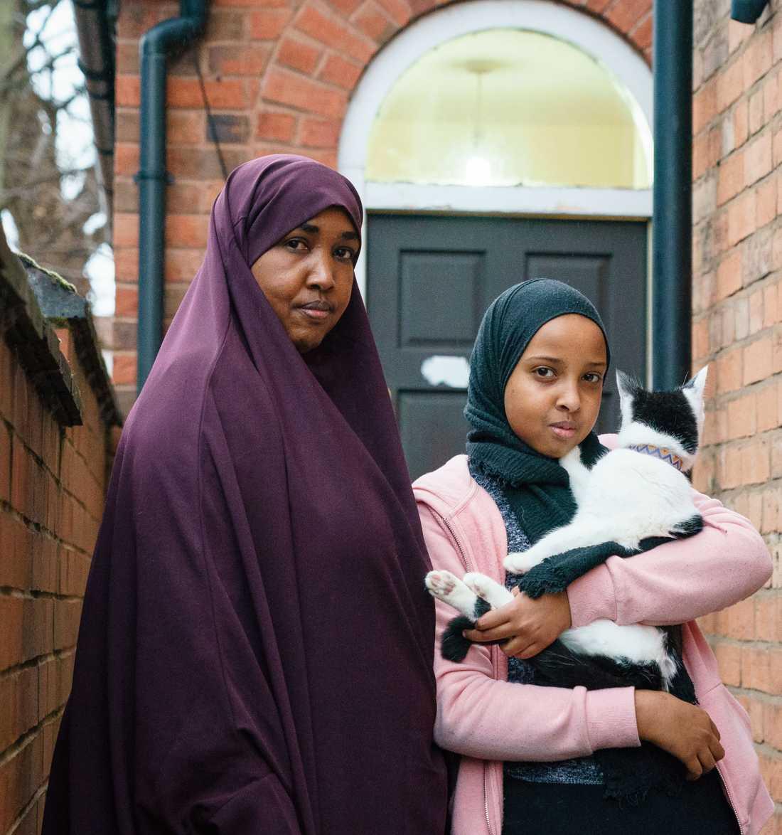 Aisha låg och sov i samma rum när granaten exploderade men klarade sig utan fysiska skador.