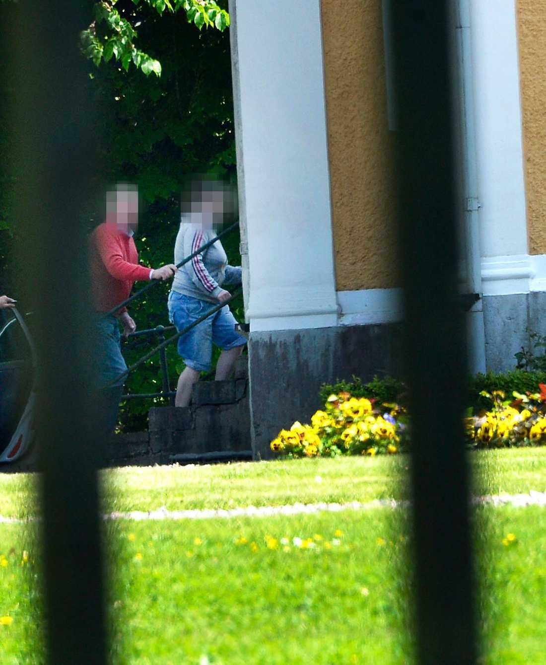 Den häktade kvinnan släpptes.