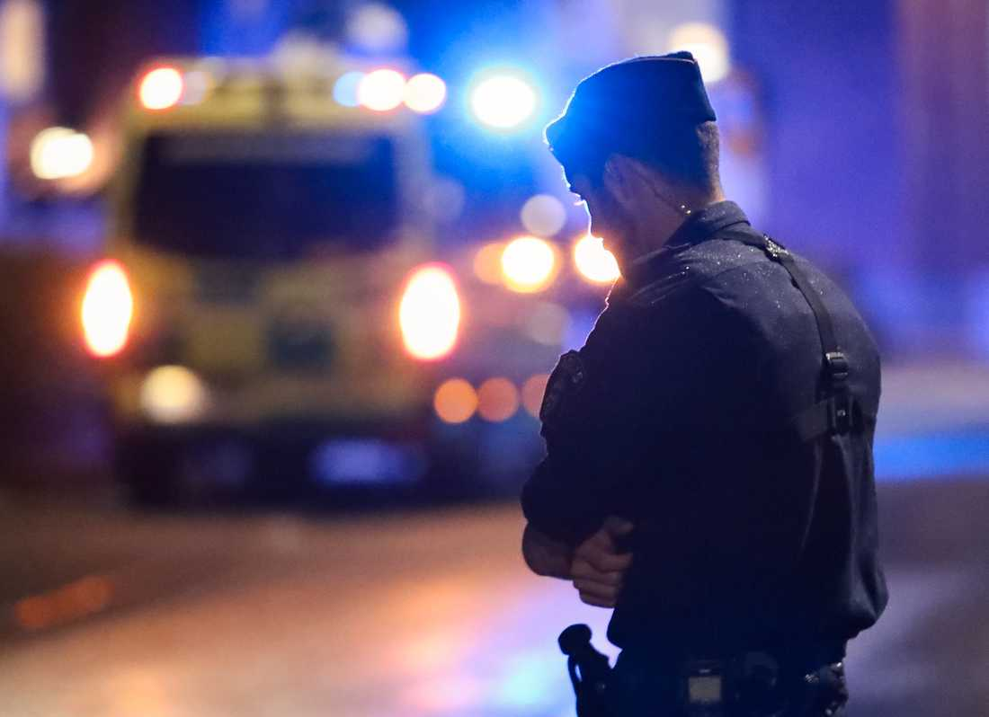 Två personer skadades efter skottlossningarna i Nacka, öster om Stockholm, på söndagskvällen.