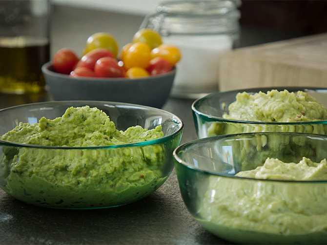 Ärtröra – mixa ihop en röra lika grön som guacamole, men betydligt snällare för klimatet.