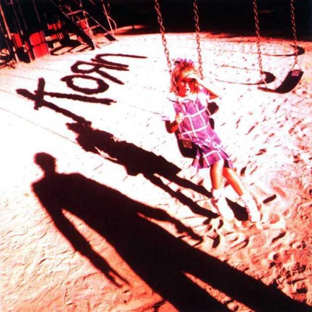 Korn - Korn En mörk skugga faller på den oskyldiga flickan på lekplatsen. Korn har alltid spelat på obehag både rent musikaliskt och via skivomslagen.