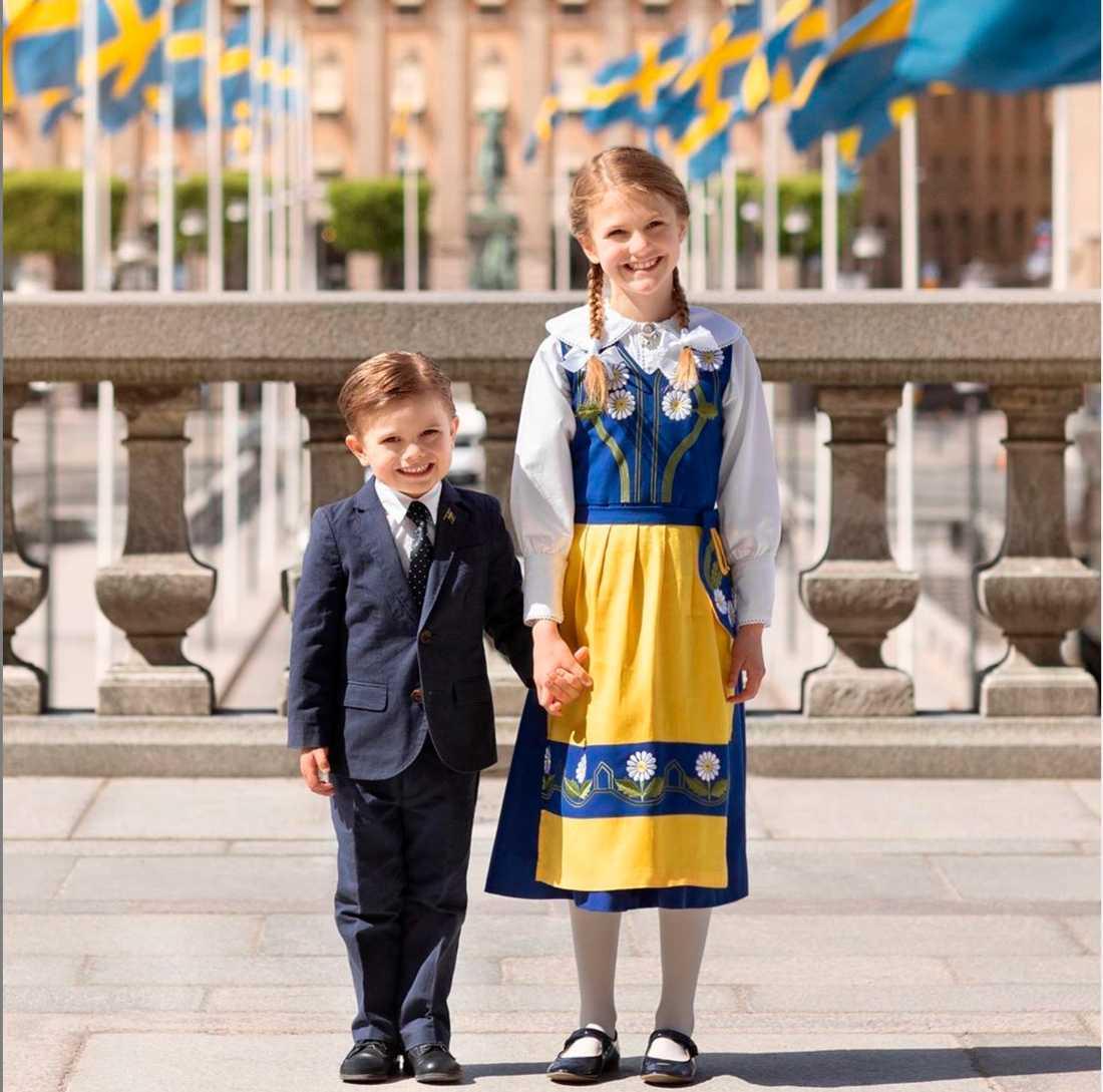 Prinsessan Estelle och prins Oscar på nationaldagen.