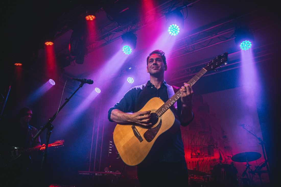Joel Alme på turnépremiären i Slaktkyrkan.