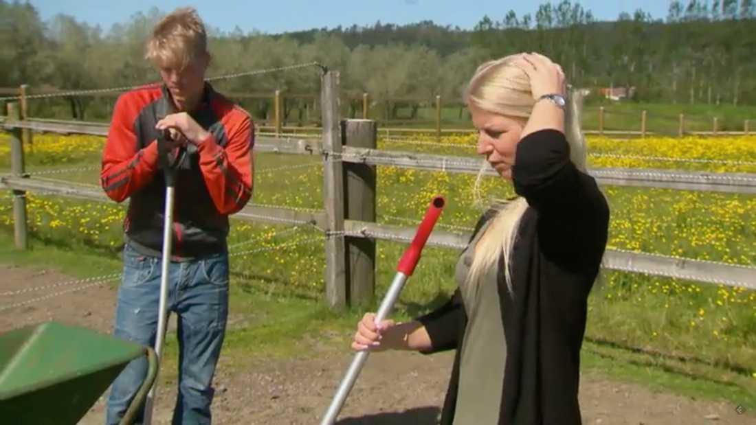 Cecilia med hästbonden Pontus Hugosson.