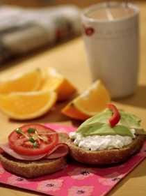 Grönsaker och frukt ger extra energi på morgonen.