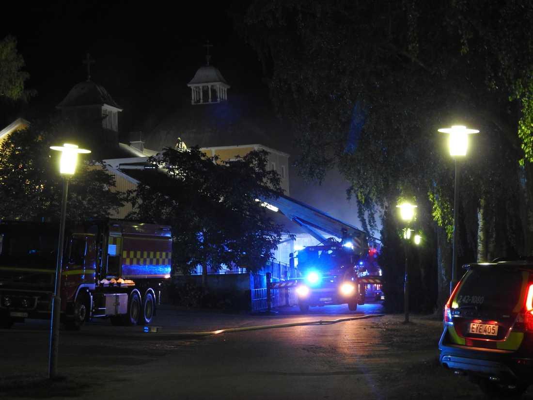 Branden i kyrkan misstänks vara anlagd.