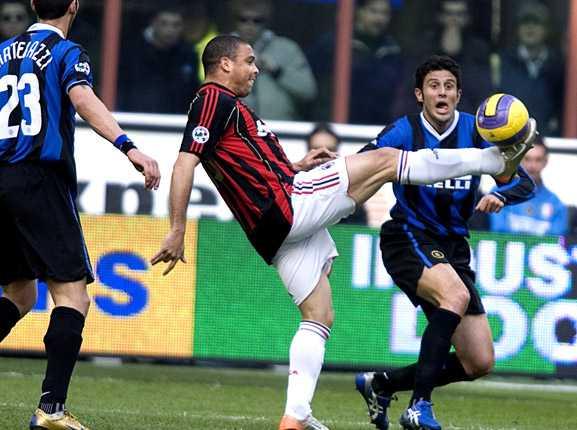 Här är Ronaldo i Milan-dressen.