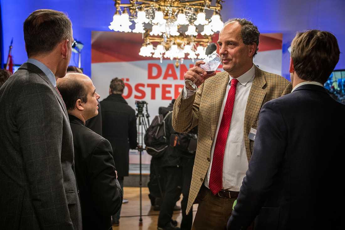 Besvikelsen syntes på FPÖ:s valvaka i parlamentsbyggnaden i centrala Wien.
