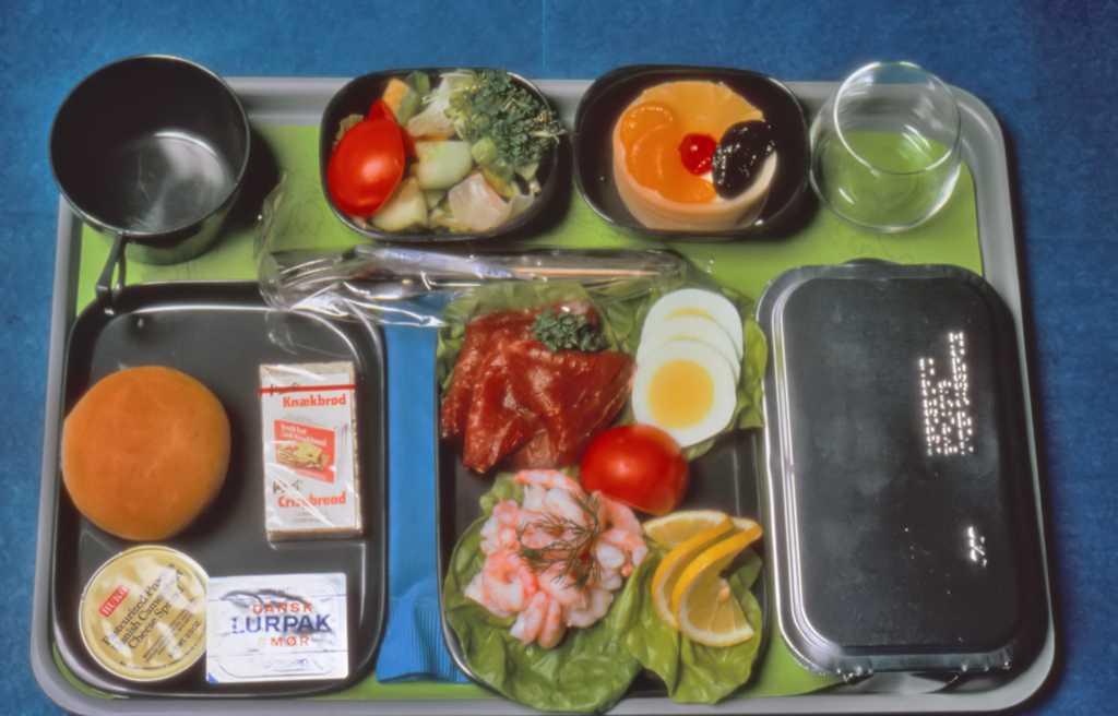 Maten i ekonomiklass på 1970-talet.