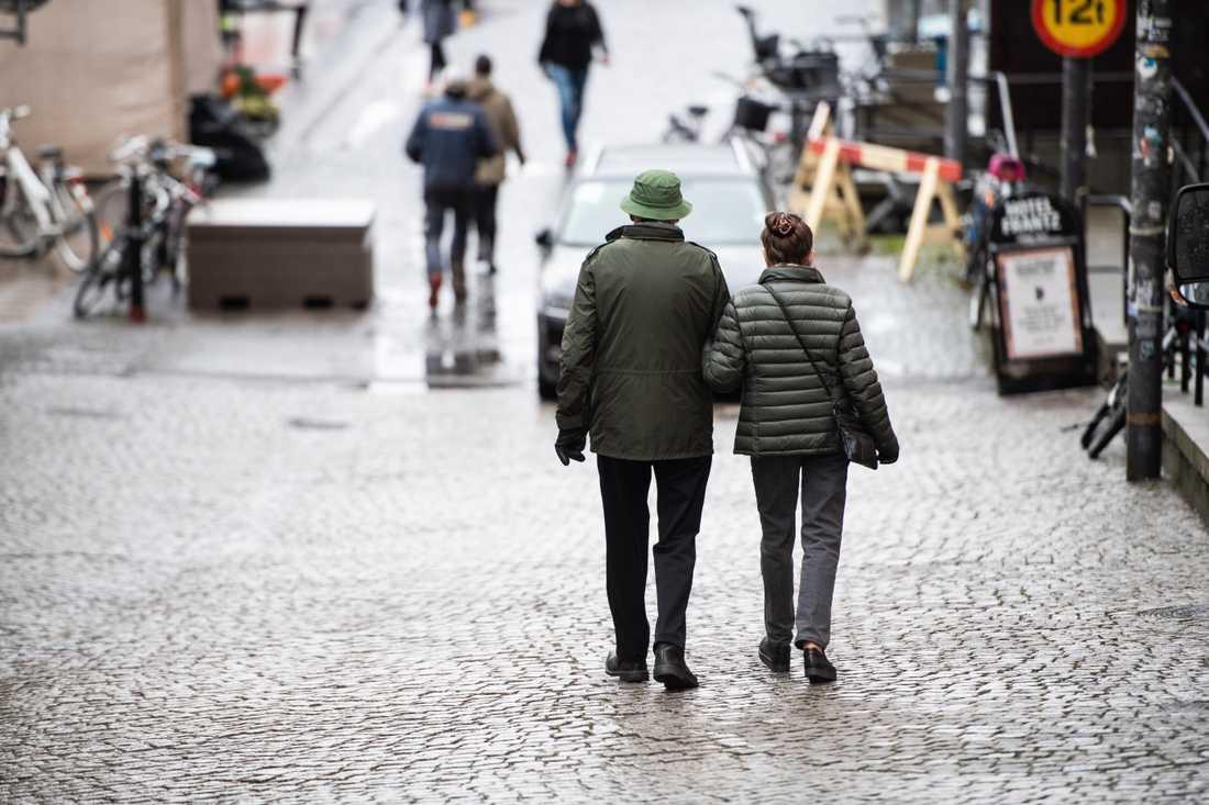 Äldre personer över 70 år med en partner har generellt sett mått bättre under pandemin än de som är ensamma och kanske är ekonomiskt, socialt eller hälsomässigt utsatta. Arkivbild.